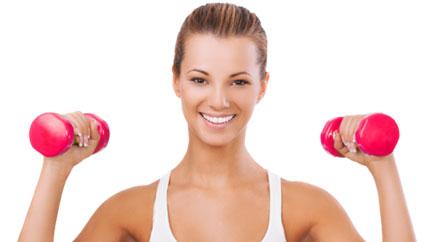 5 лучших упражнений на переднюю дельту для девушек дома