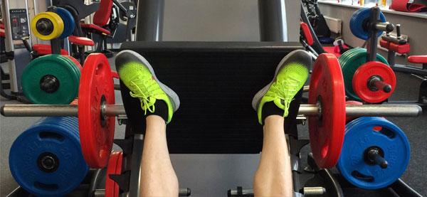 Постановка ног в жимедля приводящих мышц бедра