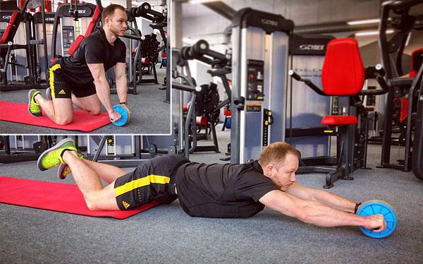 Михаил Пузиновский - фитнес тренер. Перекатывание с роликом вперед и обратно с колен