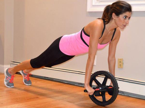 Упражнение планка с роликом