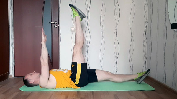 Синхронный подъем ноги и руки лежа на спине